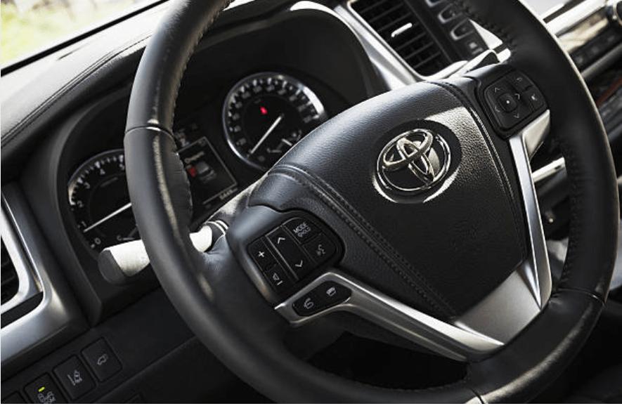 a black dasboard toyota car steering wheel